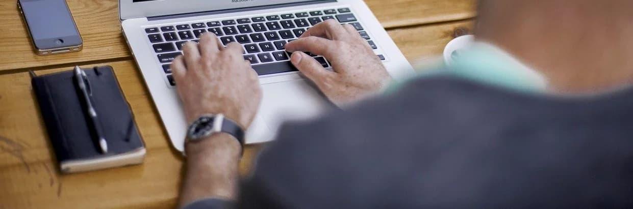 รหัสผ่านยังคงเป็นวิธีหลักในการตรวจสอบความถูกต้อง และยังเป็นสาเหตุหลักของการรั่วไหลของข้อมูล